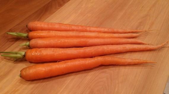 Organic carrots - so purrrty